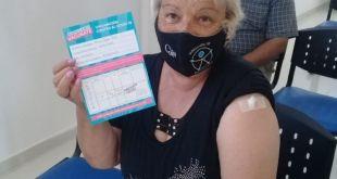 """""""Mery"""" Fino fue la primera +60 que se vacunó contra el COVID-19 en La Costa"""